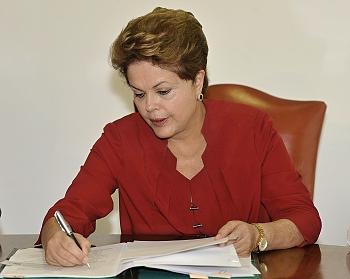 Desoneração da folha continua, diz Dilma