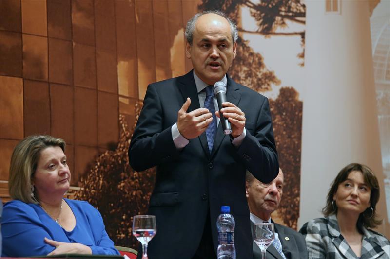 Gustavo Fruet sanciona lei que dá desconto de até 90% para contribuinte saldar dívidas com o Município de Curitiba