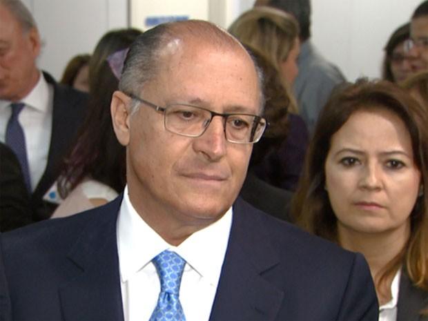 Alckmin propõe ICMS maior sobre cerveja e cigarro e menor para comida
