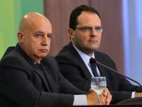Brasília - Novos ministros do Planejamento, Valdir Simão, e da Fazenda, Nelson Barbosa, falam à imprensa, no Palácio do Planalto (Wilson Dias/Agência Brasil)