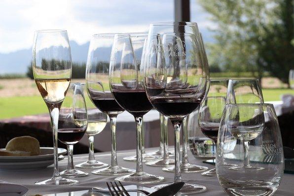 Com novo IPI, preço dos vinhos e da cachaça deve subir a partir de hoje