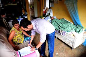 Em casa, homem acamado e aposentado por idade tem direito a adicional de 25%