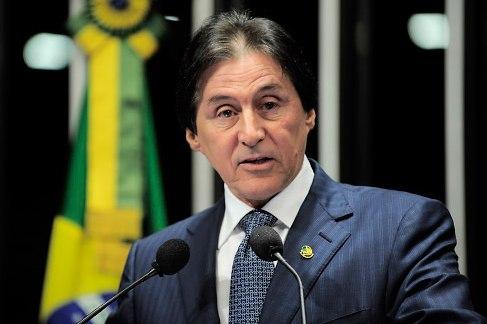Em ação inédita, Eunício exclui jabutis da MP do Refis
