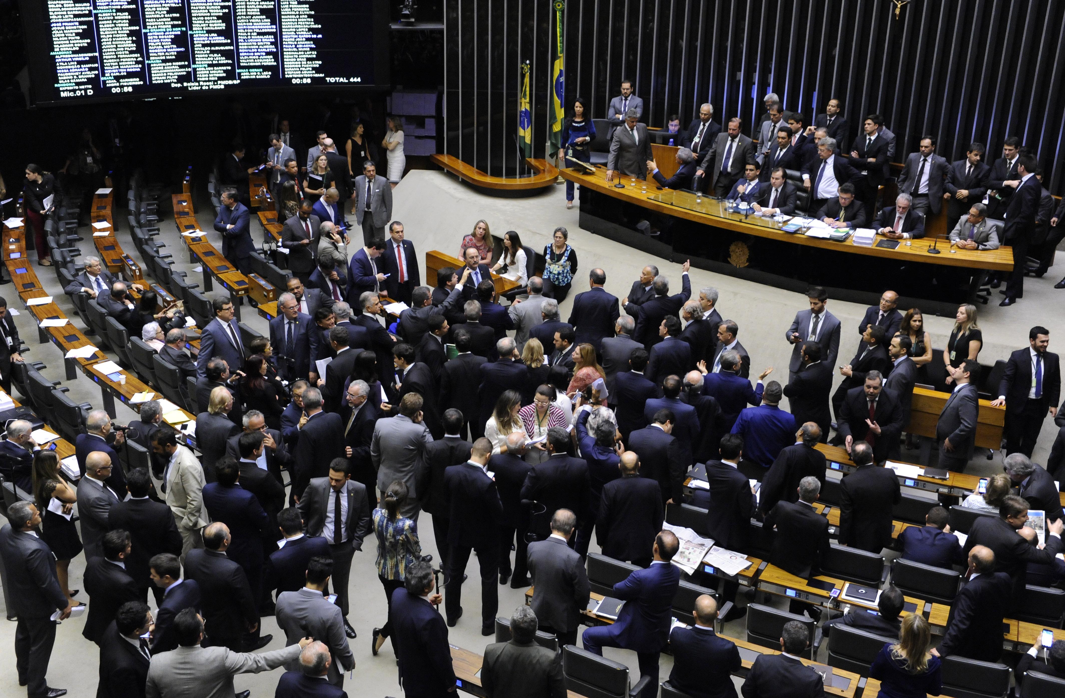 Plenário prorroga isenção de tributo sobre transporte fluvial de mercadorias