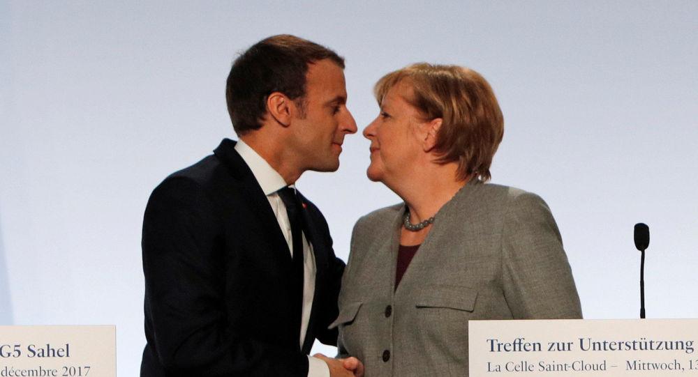 Presidente da França Emmanuel Macron e chanceler alemã, Angela Merkel, durante a cúpula sobre terrorismo em Paris