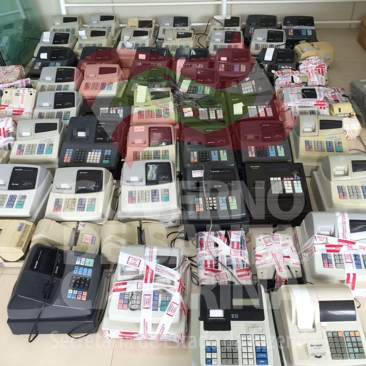 SC: Fazenda destrói 84 máquinas apreendidas em operações realizadas pelo Estado