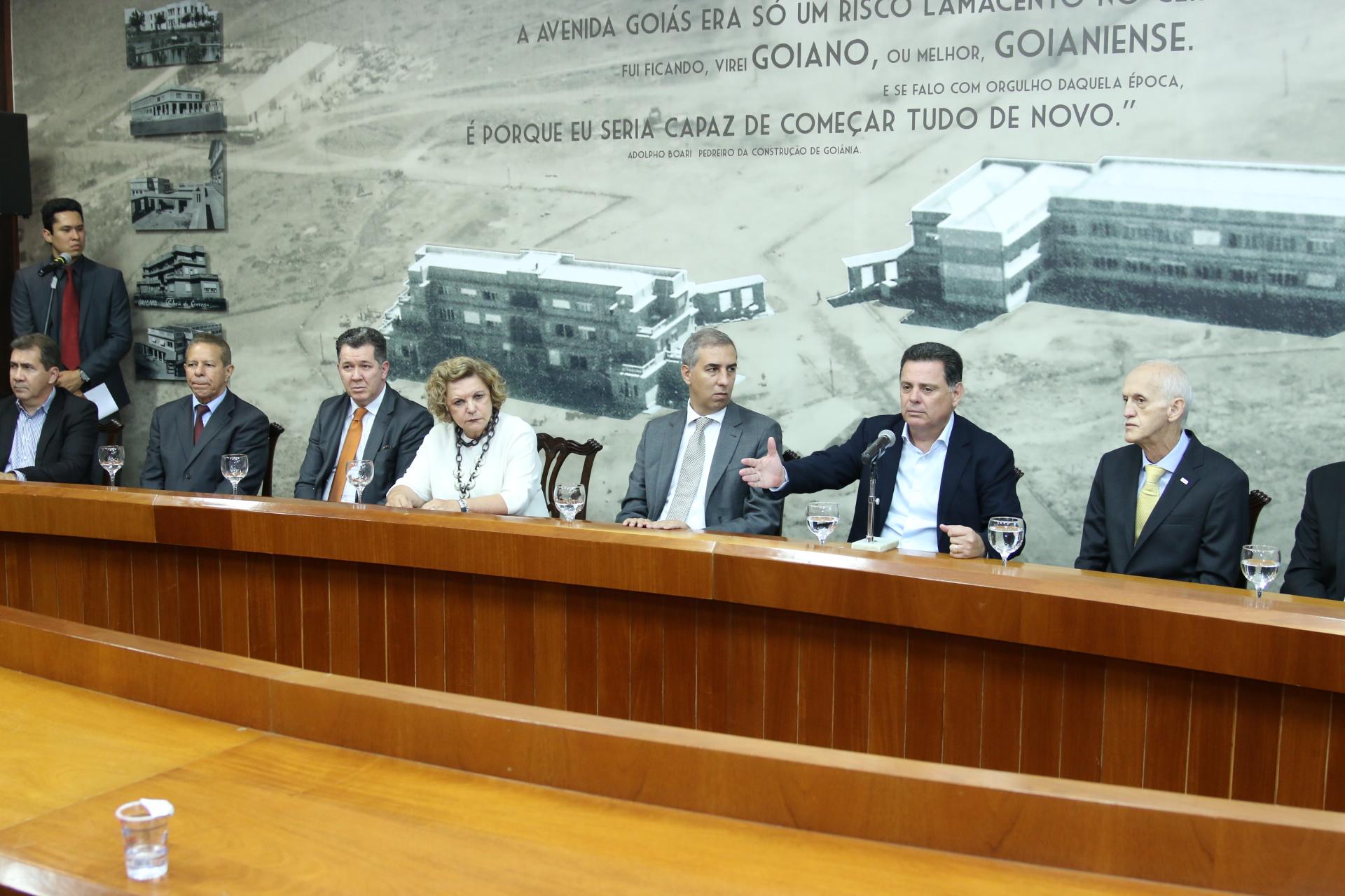 Goiás – Governador assina decreto de convalidação dos incentivos