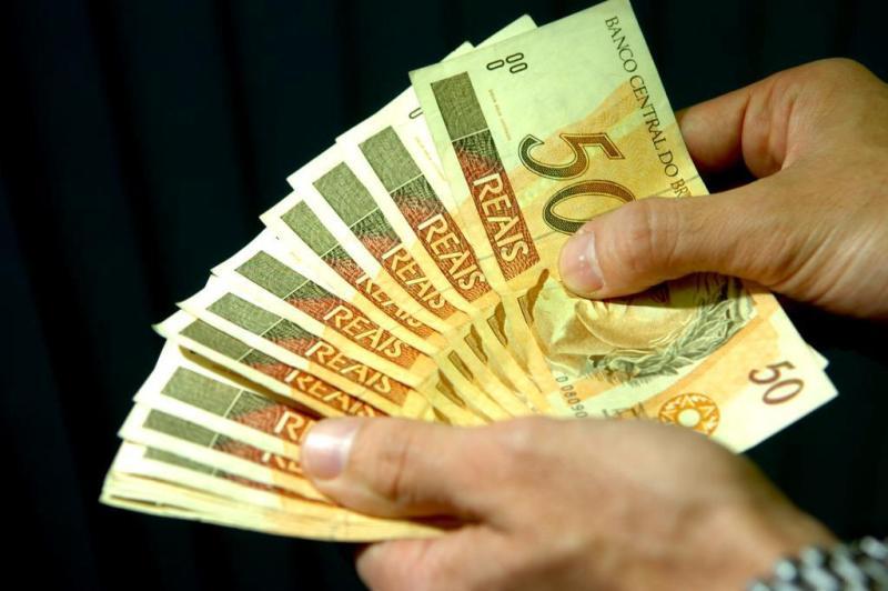 Em SC, 621 pessoas declaram ter mais de R$ 1 milhão em espécie guardado em casa