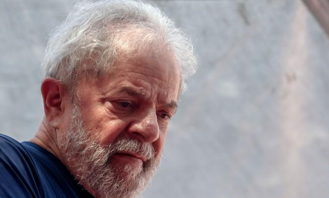 Justiça bloqueia bens de Lula por débito fiscal