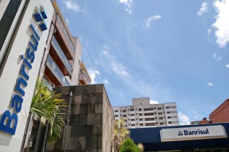 TRF4 rejeita último recurso do Banrisul, mas dívida de R$ 500 milhões com a União segue suspensa