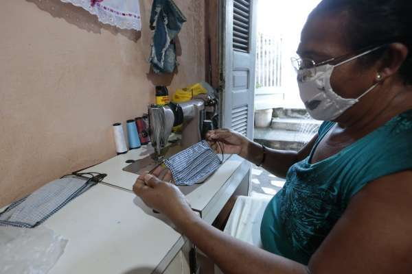 Governo do Ceará zera ICMS de máscaras produzidas manualmente durante pandemia
