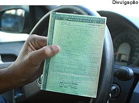 Se município adquire carro por alienação fiduciária, não incide IPVA
