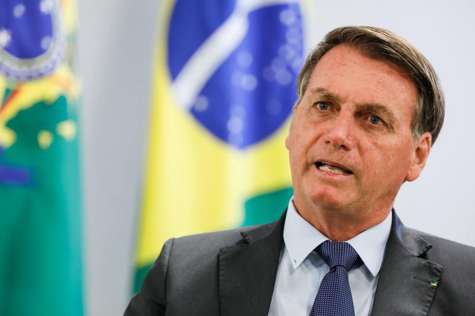Bolsonaro prorroga período em que empresas podem suspender contratos e reduzir jornadas e salários