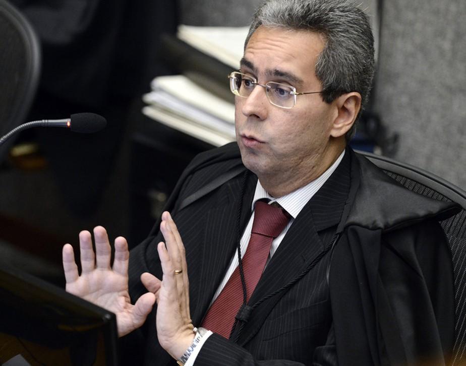 Ministros julgam exclusão de reembolso da base do IR