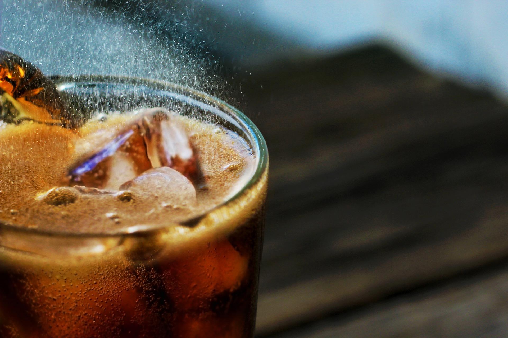 Bolsonaro mantém redução de imposto sobre refrigerantes