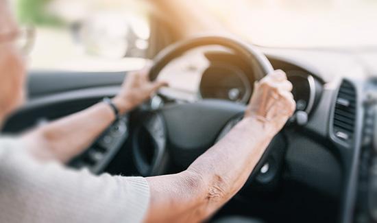 União deve conceder isenção de IPI de automóvel adaptado para idosa com limitação de movimentos