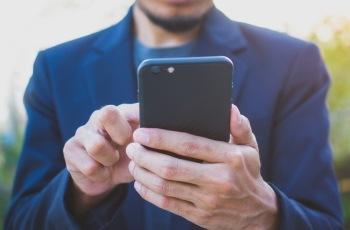 Justiça do Trabalho mineira mantém justa causa aplicada a trabalhador do Posto UAI que fazia uso exagerado de celular no serviço