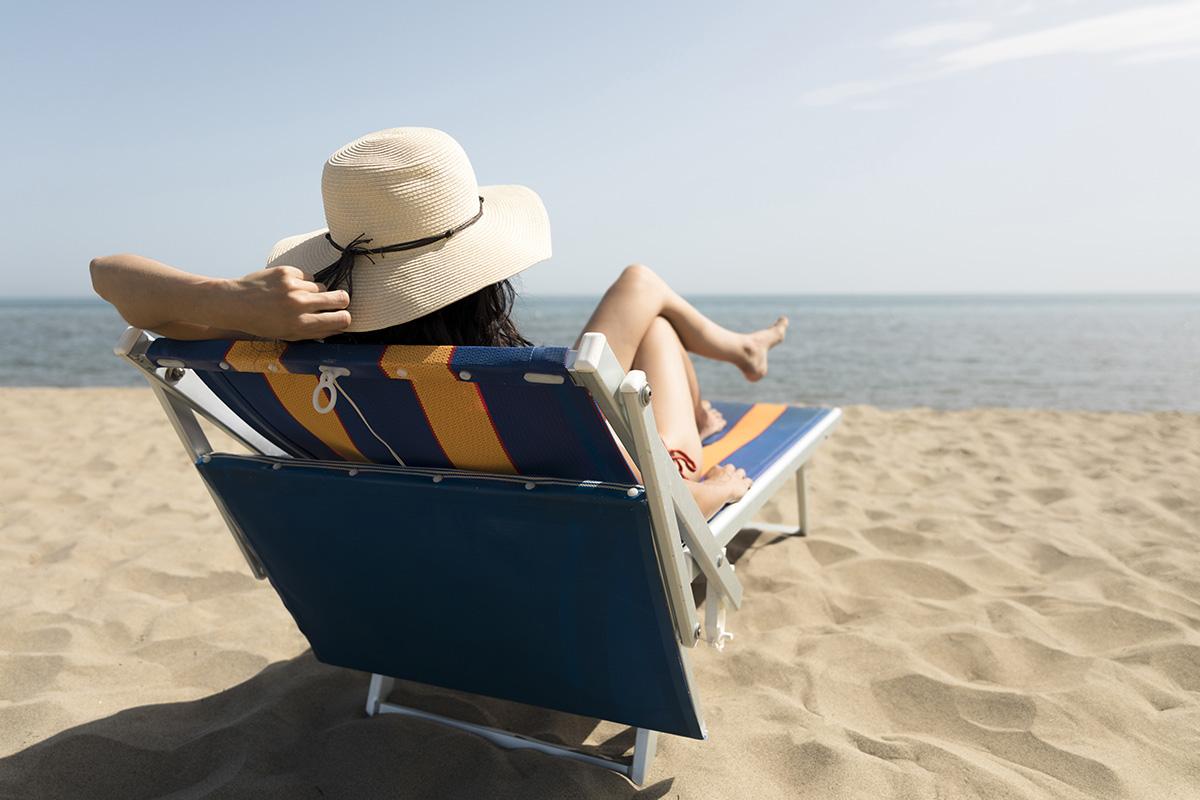 Empregada doméstica obtém reconhecimento de vínculo de emprego com dona de casa de praia