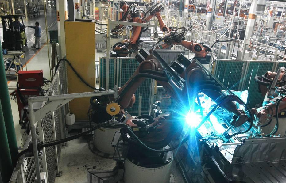 Com a substituição de empregados por robôs, como ficam os tributos?