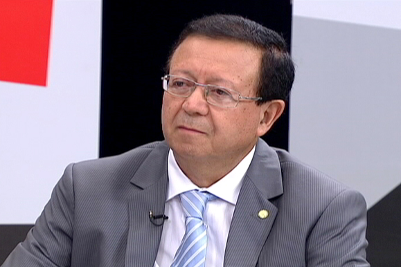 Projeto prorroga até 2025 isenção de IPI na compra de carro por taxista