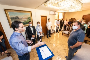 Prefeito de Vitória-ES sanciona lei que estabelece novas regras para impostos sobre serviços
