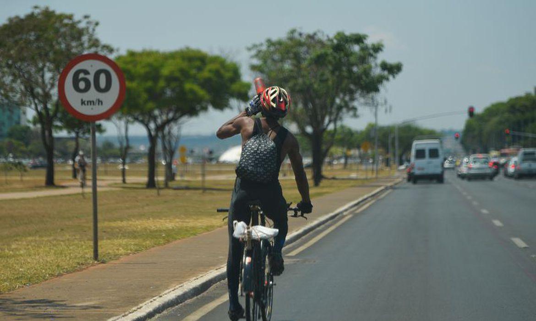 Bolsonaro anuncia redução no imposto de importação de bicicletas