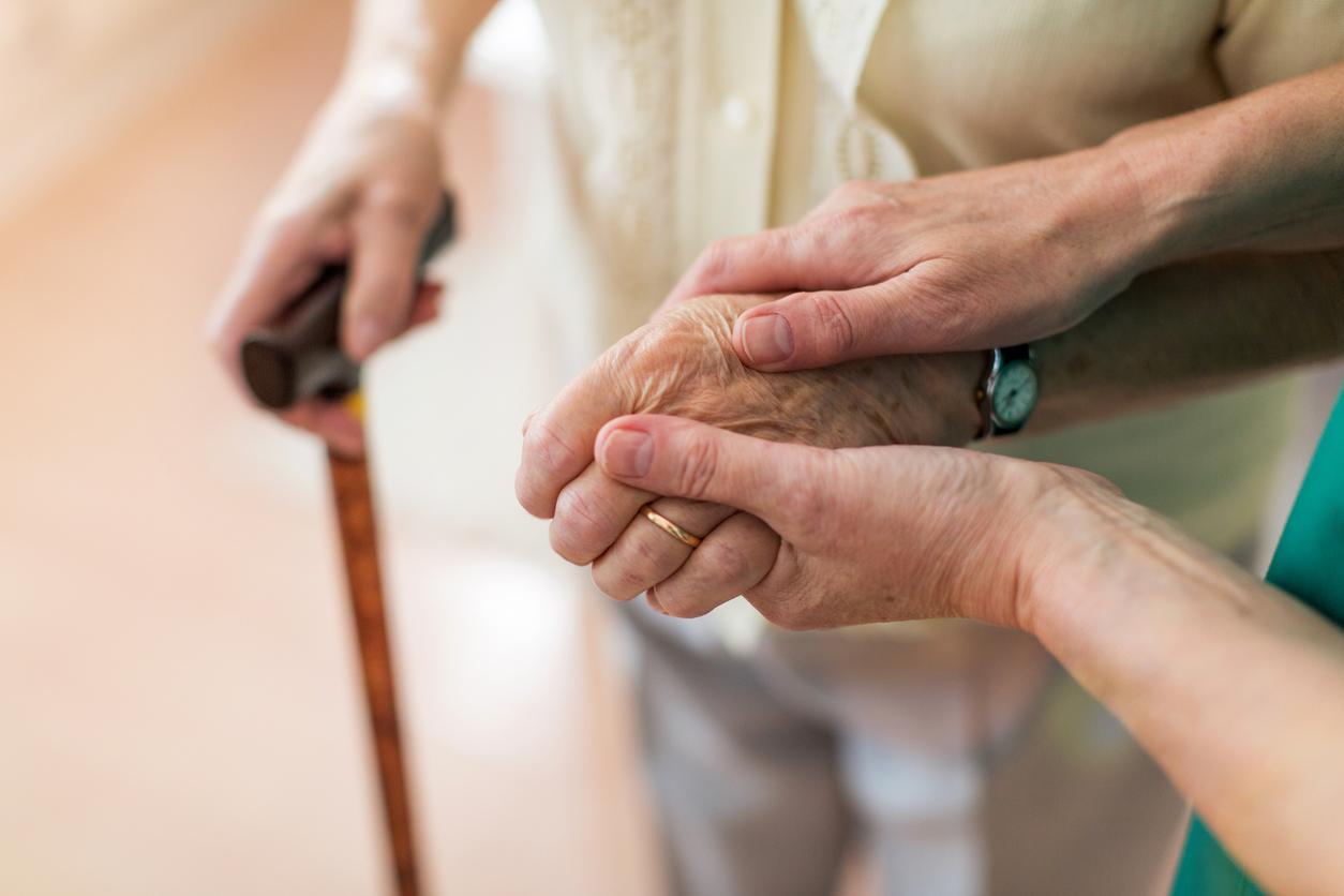 Negado vínculo de emprego a curadora que morava na casa de idosa
