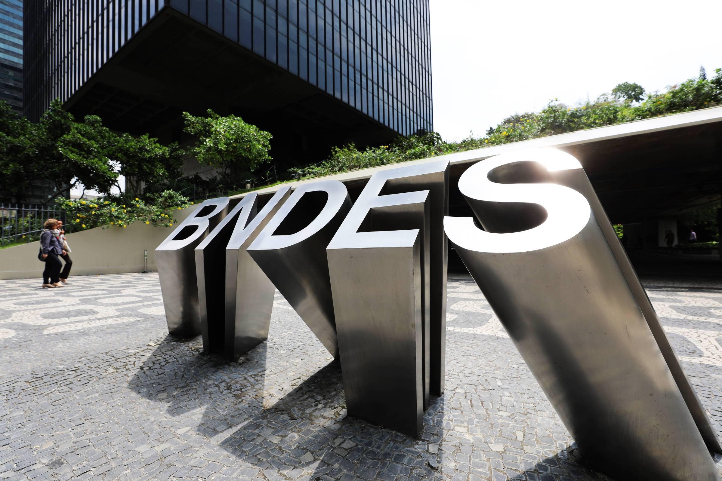 BNDES suspende cobrança de financiamentos por pequenas empresas por seis meses