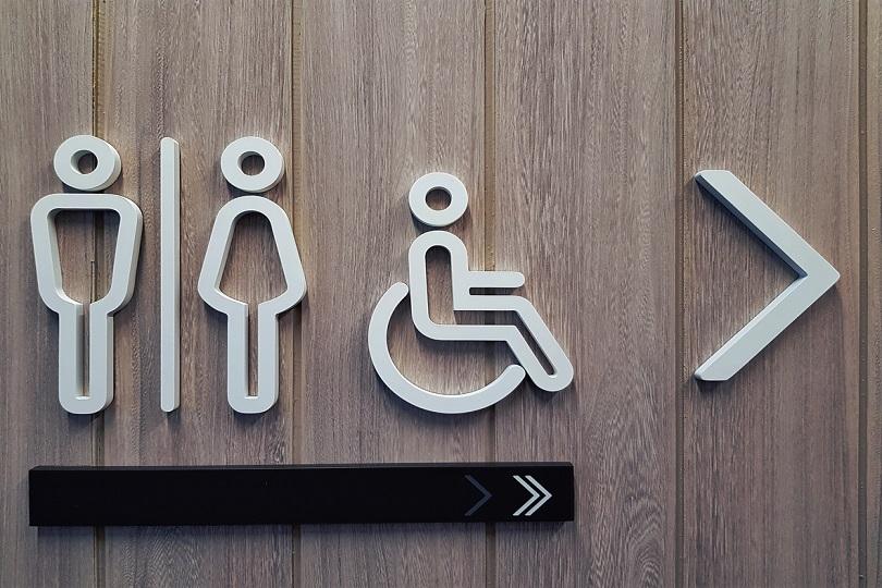 Negada indenização por danos morais a trabalhadora que atuava em linha de produção e tinha períodos controlados para usar o banheiro