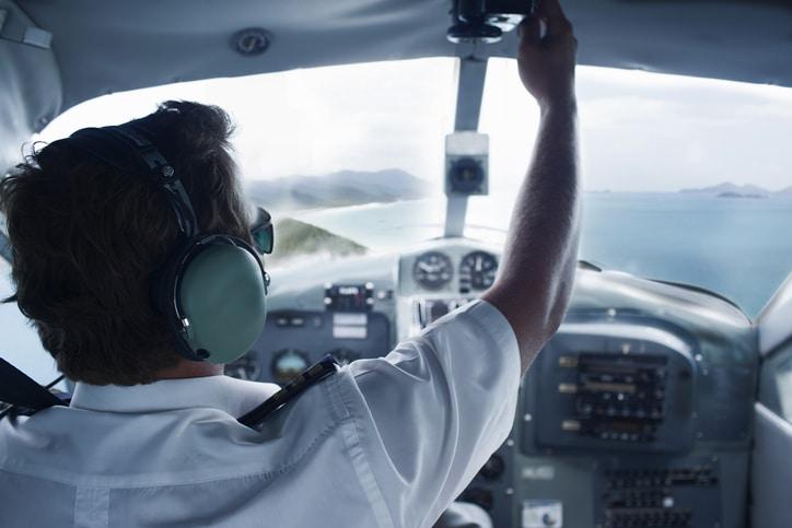 Absolvida empresa do pagamento de horas de sobreaviso a piloto de avião