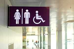 Empresa de alarmes é condenada por restringir uso do banheiro por trabalhadora