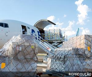 Cabe crédito de ICMS sobre querosene de avião que leva pessoas