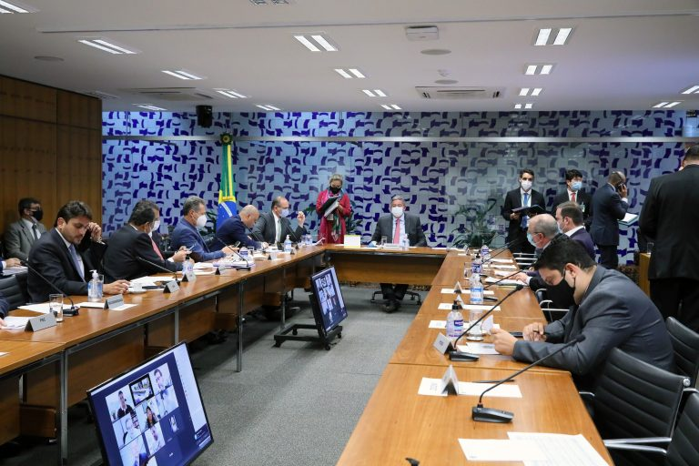 Lira aguarda envio pelo governo de complementação à reforma tributária para anunciar relator