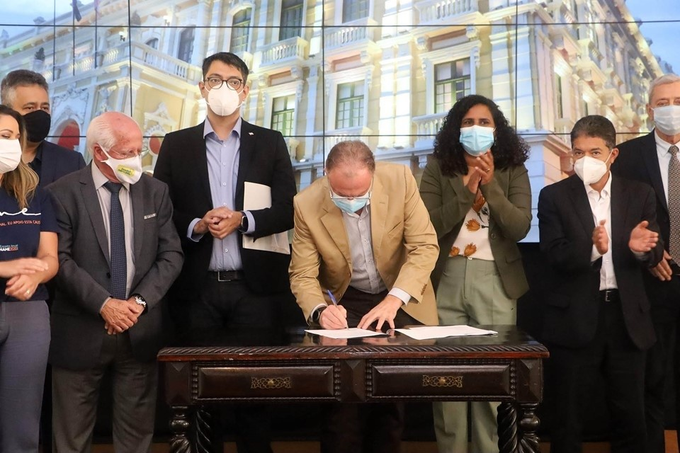 Governador sanciona lei do Refis para empresas capixabas