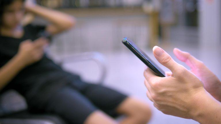 Tecnologia - geral - internet - rede social - crianças - crianças usam equipamentos eletrônicos (celular e tablet) - segurança virtual